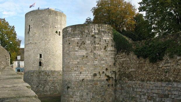 Dourdan, l'archétype du château fort